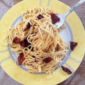 Γρήγορη Συνταγή: Πικάντικα ζυμαρικά με λιαστή ντομάτα/Quick Recipe: Spicy pasta with sun-driedtomato