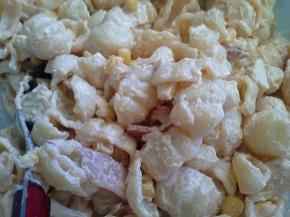 κρύα σαλάτα ζυμαρικών μεκοτόπουλο