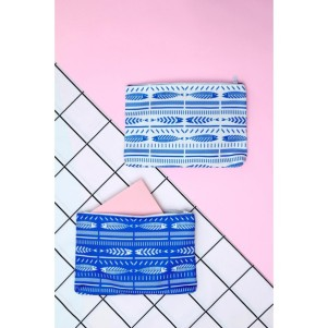 the-blue-white-waterproof-pouch